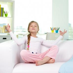 meditation-famille-canape